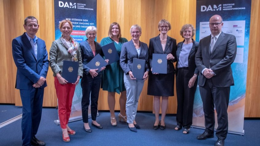 Kick-off for the German Alliance for Marine Research (DAM) following the signing of the agreement on the establishment of a network of German marine research institutions