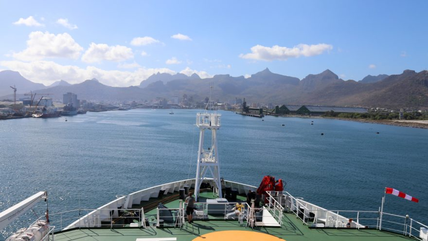 The research vessel Sonne enters a port