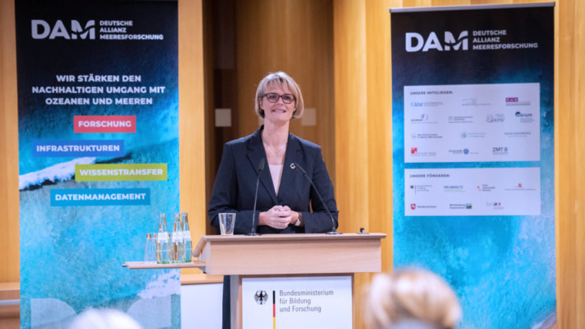 Federal Research Minister Anja Karliczek at a podium during the signing of the agreement to establish the German Alliance for Marine Research (DAM)