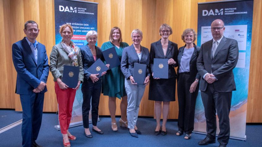 Auftakt für die Deutsche Allianz Meeresforschung (DAM) nach der Unterzeichnung der Vereinbarung zum Aufbau des Verbunds deutscher Meeresforschungseinrichtungen