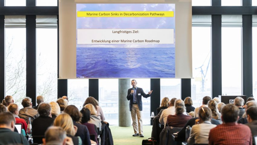 Prof. Michael Schulz hält einen Vortrag über die Deutsche Allianz Meeresforschung (DAM)