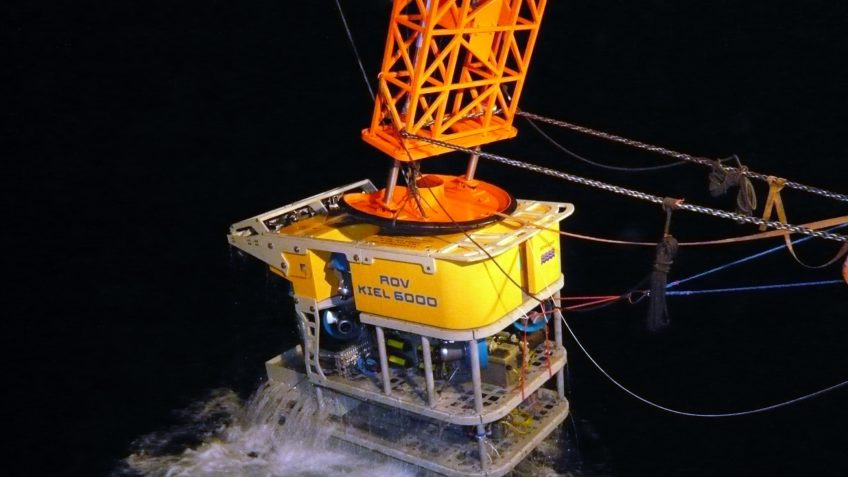 The scientific diving robot ROV KIEL 6000 of GEOMAR is lowered into the sea from a research vessel