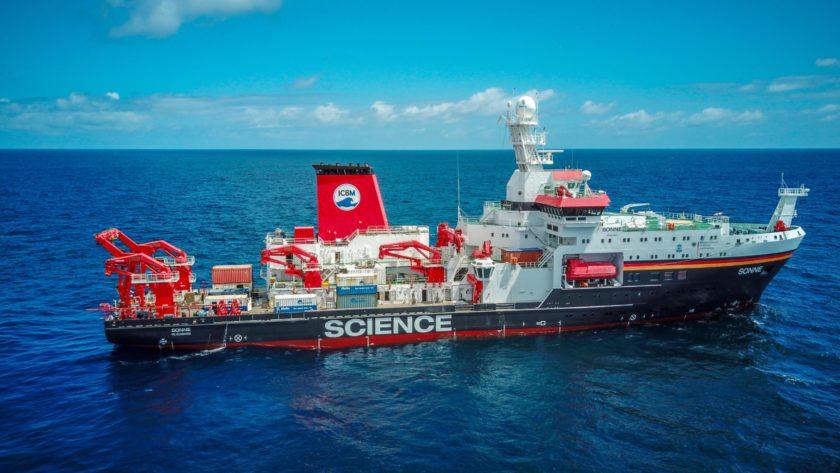 Forschungsschiff SONNE auf dem Meer