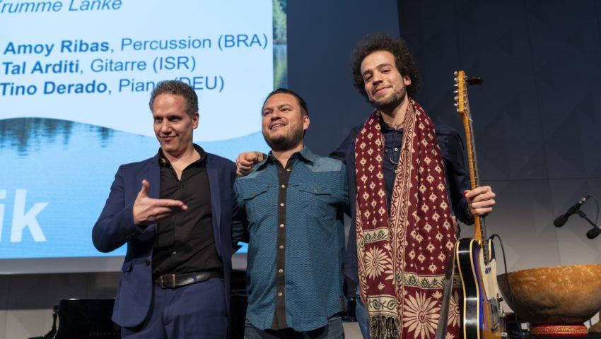 Die Musiker Tino Derado, Amoy Ribas und Tal Arditi bei der Auftaktveranstaltung der Deutschen Allianz Meeresforschung DAM