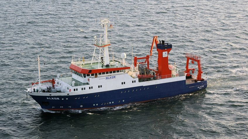 The research vessel Alkor is at sea. The ship is used in the North Sea and the Baltic Sea.