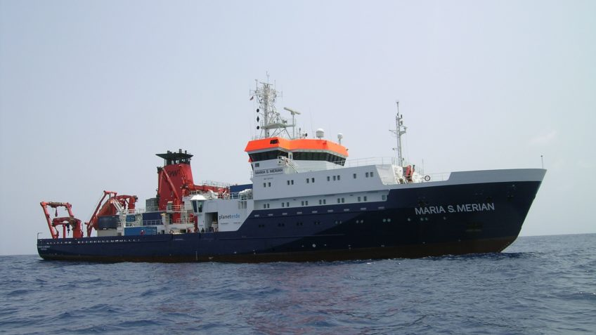 The research vessel Maria S. Merian sails the sea.