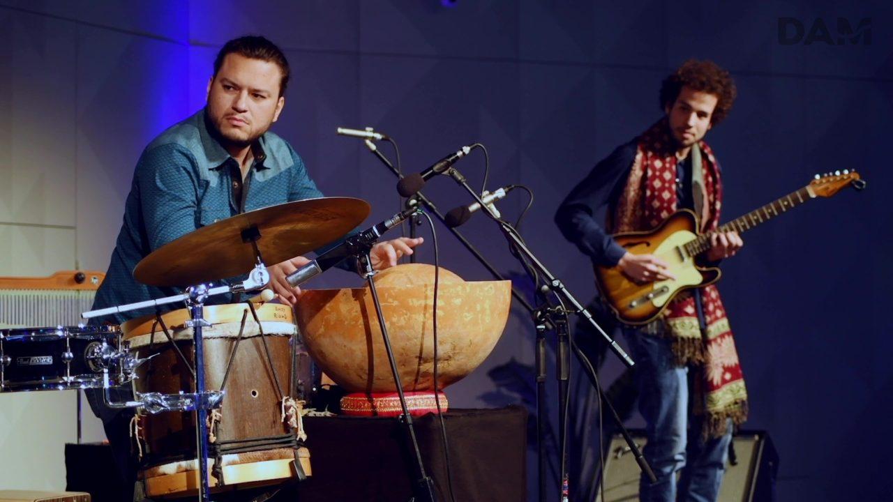 """Bei der DAM Auftaktveranstaltung spielen die Musiker Amoy Ribas, Tal Arditi und Tino Derado """"Descendo o Rio"""""""