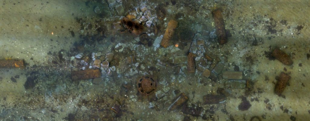 Fotomosaik mit Altmunition am Meeresboden