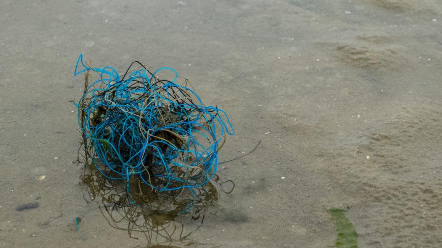 Müll- und Plastikreste am Strand von St. Peter-Ording
