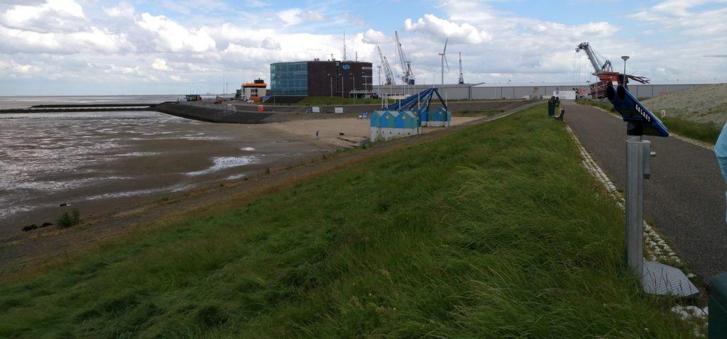 Hafen von Delfzijl bei Tideniedrigwasser